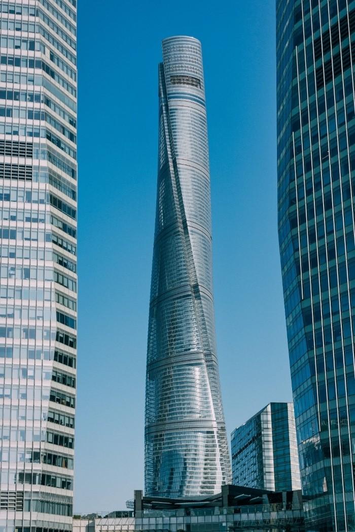 rascacielos cristal futurista
