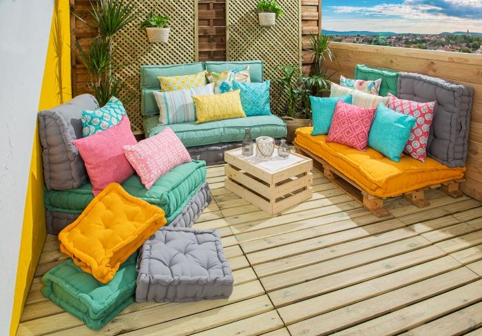 Cojines para llenar de color la terraza con Leroy Merlin