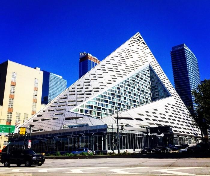 edificio triangulo exterior
