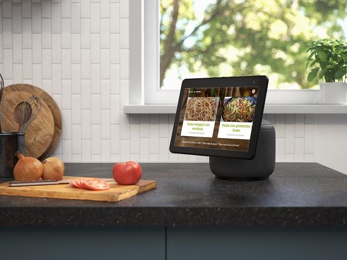 Dispositivo-Amazon-Echo-Show-10-en-la-cocina