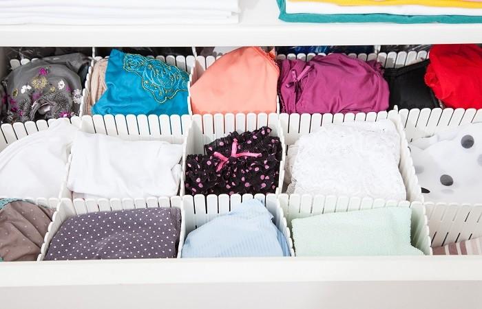 ropa interior en un cajón de una mesita de noche
