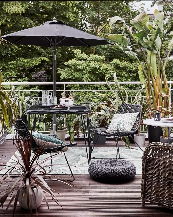 mobiliario negro tropical