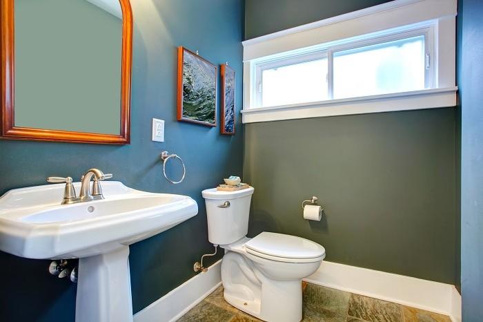 Bano-con-paredes-en-color-frio