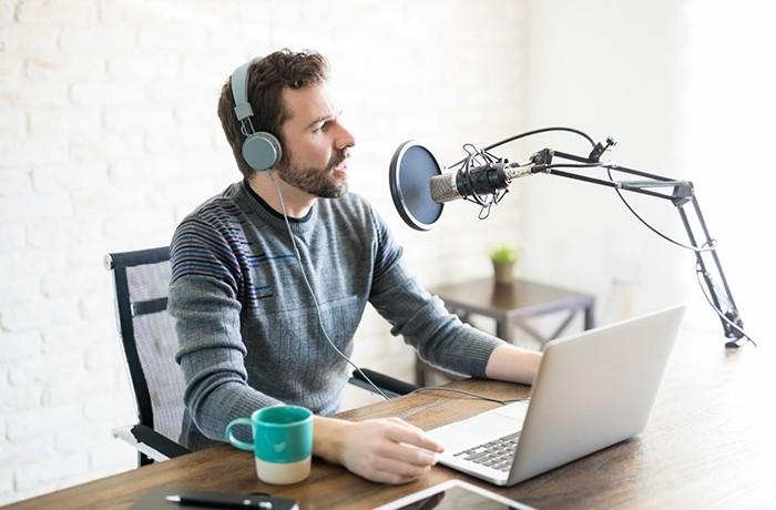 ¿Cómo generar ingresos mediante la creación de un podcast?