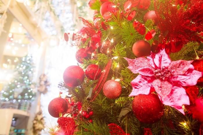 Decoracion-navidena-en-el-arbol-de-la-Navidad