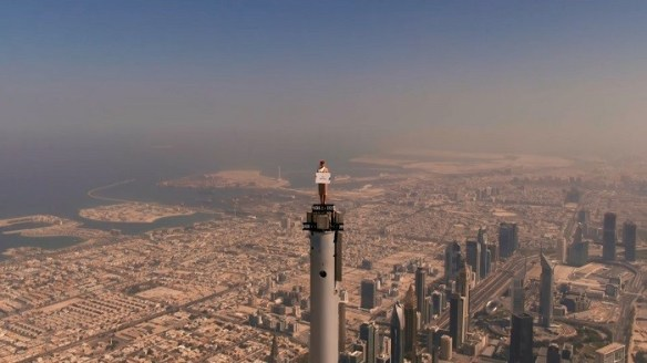 Tripulante de cabina en la punta del Burj Khalifa