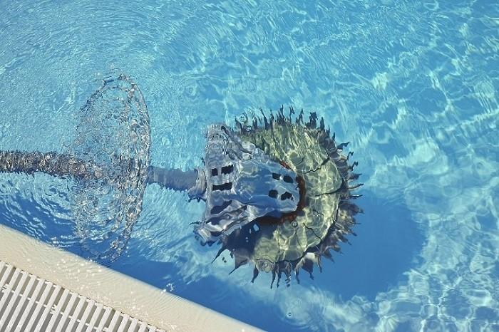 limpiafondos-automaticos-de-una-piscina