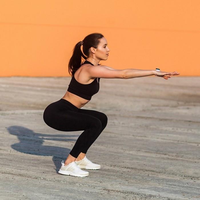 mujer practicando deporte