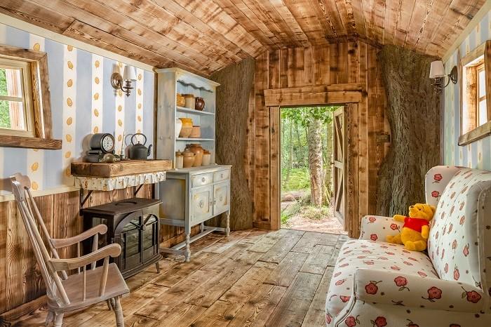 Salón de la casa de winnie the pooh con Airbnb