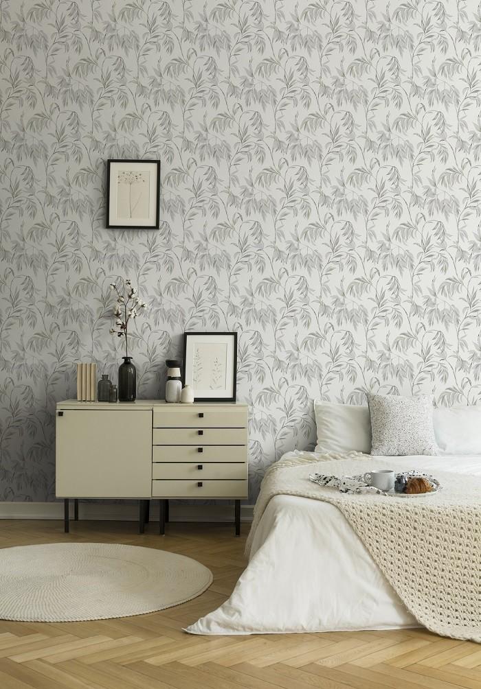 dormitorio con papel pintado floreado de Leroy Merlin