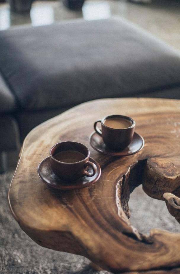 mesa pequeña madera noble virgen