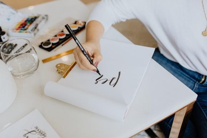 ¿Qué es el lettering y cómo puede ayudarnos a nuestra salud mental?
