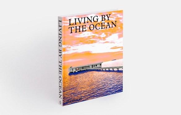 Libro Living by the Ocean