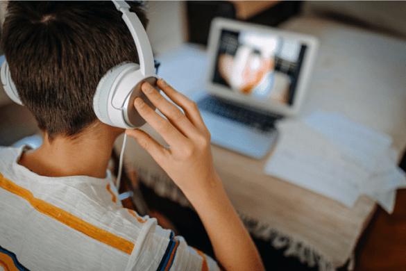 enseñanza online con un portátil