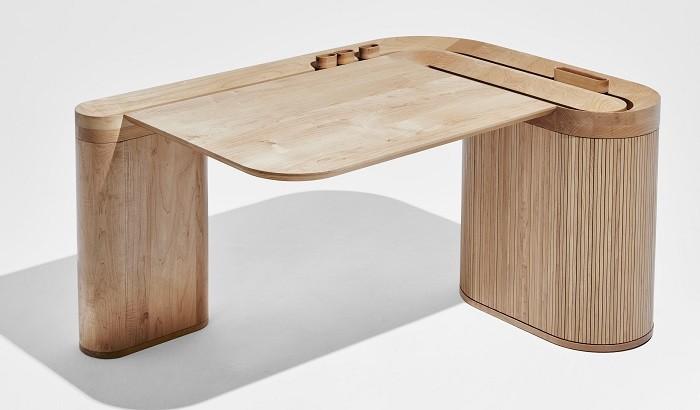 mesa de madera en Discovered