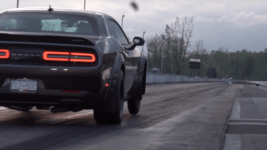 Photo of Challenger Demon vs Challenger Hellcat drag race