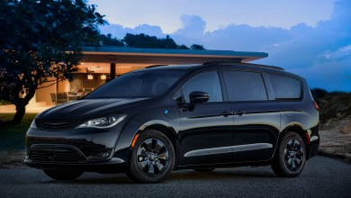Photo of Chrysler Quietly Releases Details On 2019 Chrysler Pacifica Models: