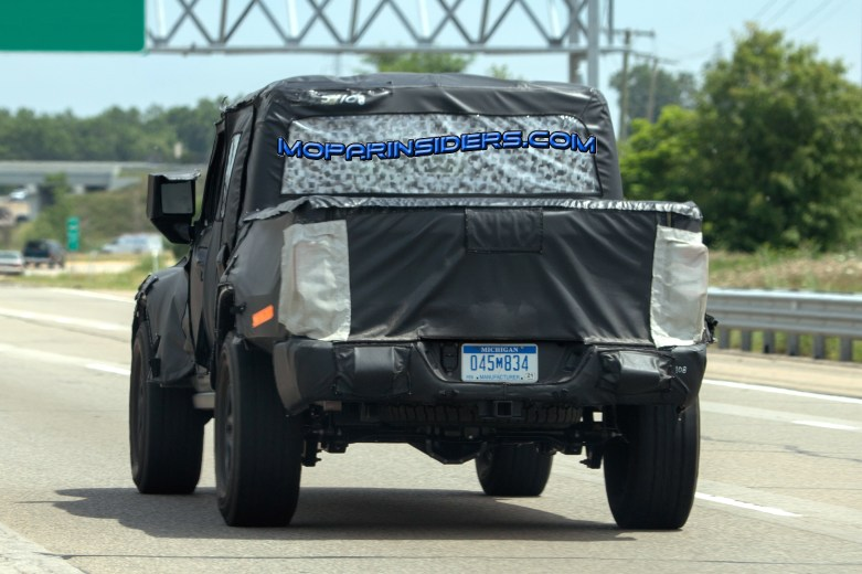 2019 Jeep Wrangler Pickup (JT). (Real Fast Fotography)
