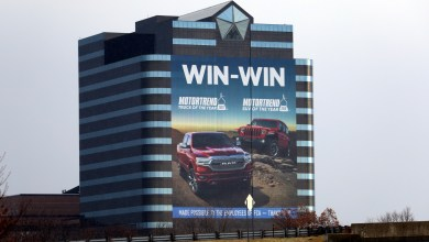 Photo of FCA US Celebrates Motor Trend Awards With New Building Wrap: