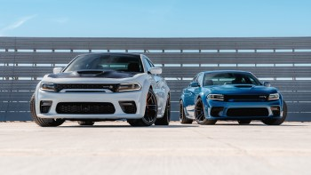 2020 Dodge Charger R/T Scat Pack Widebody (Left) and 2020 Dodge Charger SRT HELLCAT Widebody (Right). (Dodge).