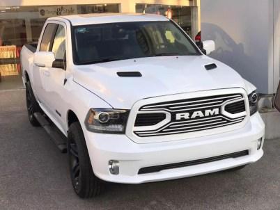 Mexico-Only 2019 Ram R/T Crew Cab 4x4 in Bright White. (Esteban Chrysler).