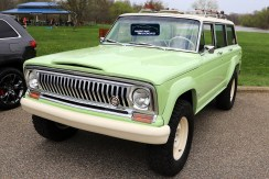 1965 Jeep® Wagoneer Roadtrip Concept. (MoparInsiders).