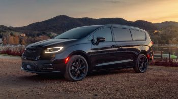2021 Chrysler Pacifica Limited S AWD. (Chrysler).