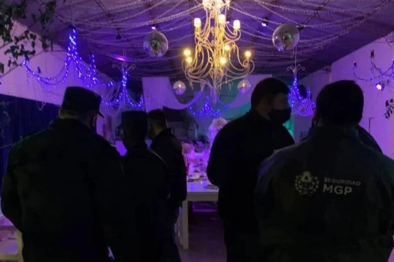 Argentina: Policía desmantela fiesta de swingers luego de ser confundidos con strippers