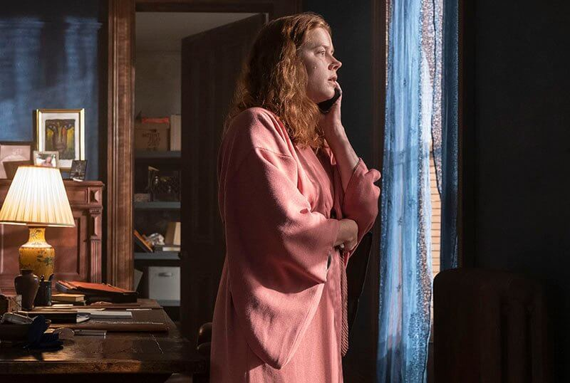 "Inspirado en Hitchcock, el trailer de ""The Woman in the Window"" nos presenta un crimen intrigante con Amy Adams"