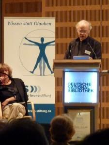 Peter Singer bedankt sich für den Ethik-Preis der gbs