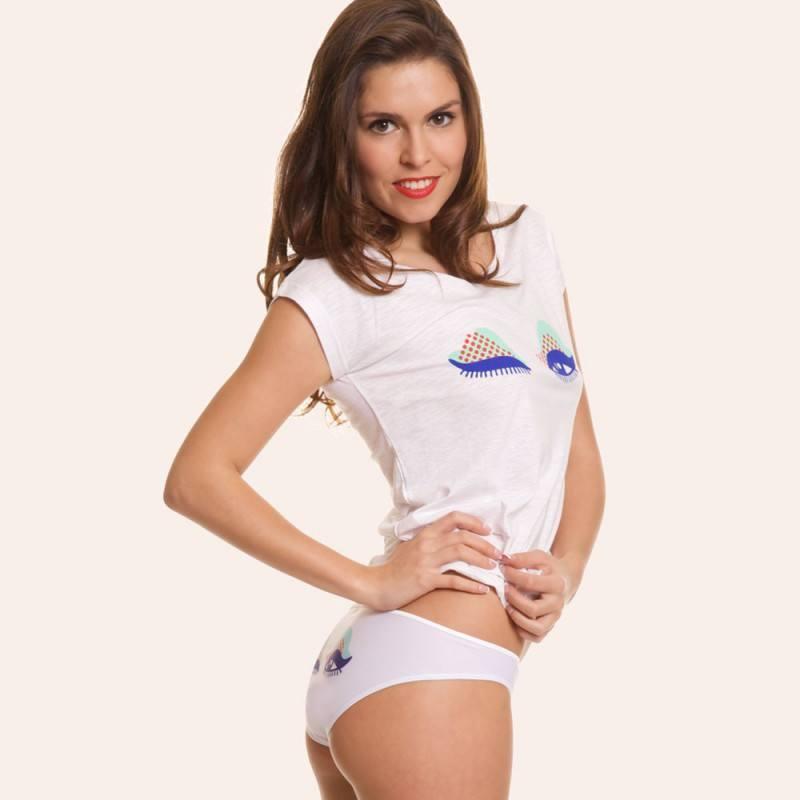 tee-shirt-femme-au-sein-des-yeux