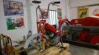 Aggiunti motore, parafango posteriore, manubrio manopole - Engine, handlebars, handles added