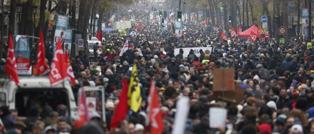 Tens of thousands of French workers took to the streets on 5 Dec 2109