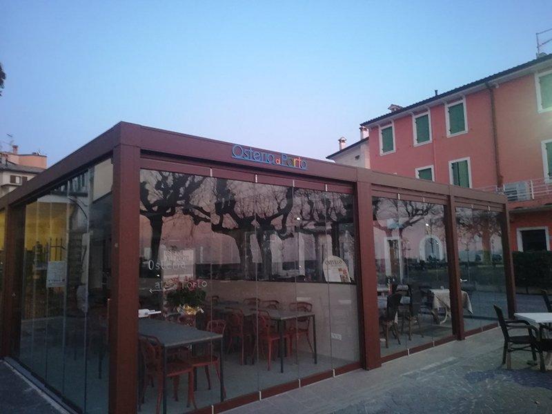 vetrata esterna ristorante