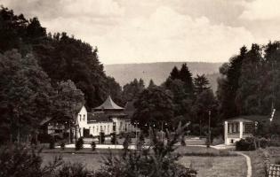 Lázně v Kostelci na historické pohlednici.