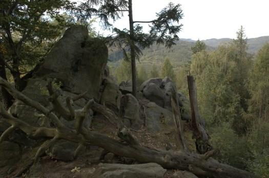 Karlova skála nad údolím Dlouhé řeky.
