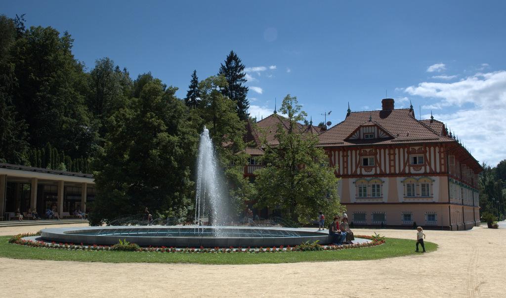 Lázeňské náměstí v Luhačovicích.