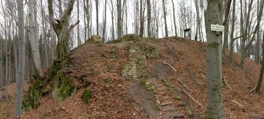 Pozůstatky hradu Starého Světla nyní procházejí pozvolnou rekonstrukcí. Kdo má rád zříceniny v původní podobě, nechť se jede podívat. Cesta od kostelíka na Malenisku skýtá krásnou procházku.