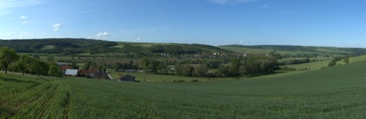 Panoramatický pohled do Olšavské nivy.