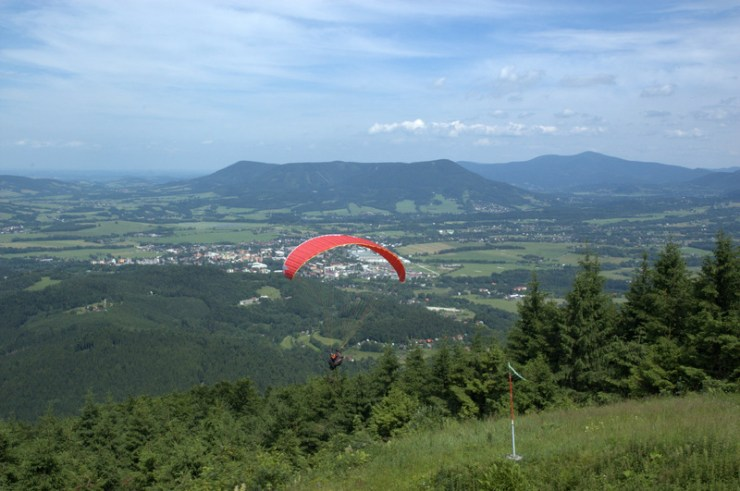 Masív Ondřejníku (Skalka 964 m) náleží do Podbeskydské pahorkatiny, ale svým horským charakterem odpovídá spíše Moravskoslezským Beskydům.