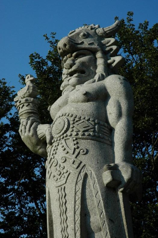 Socha pohanského boha Slovanů Radegasta – boha slunce, hojnosti a úrody – od akademického sochaře Albína Poláška, američana a frenštátského rodáka.
