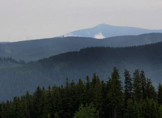 Lysá hora (1323 m) na průhledu z hřebene Javorníků.