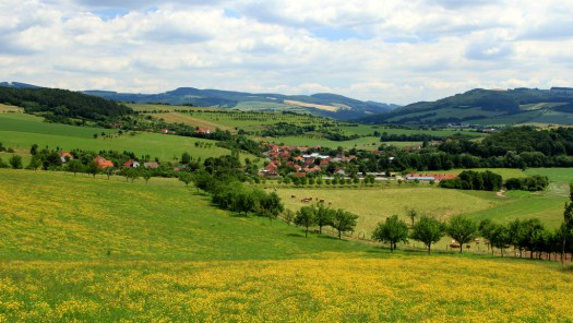 Údolí řeky Vláry u Popova.