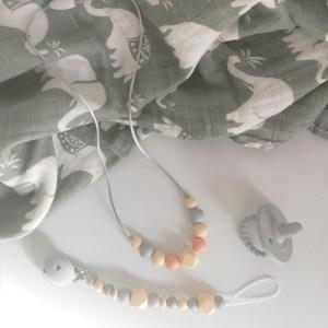 Canastilla para bebé elefantes grises de Mordisquitos muselina chupete chupetero collar porteo