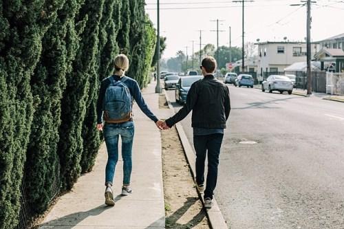 手をつなぐ デート