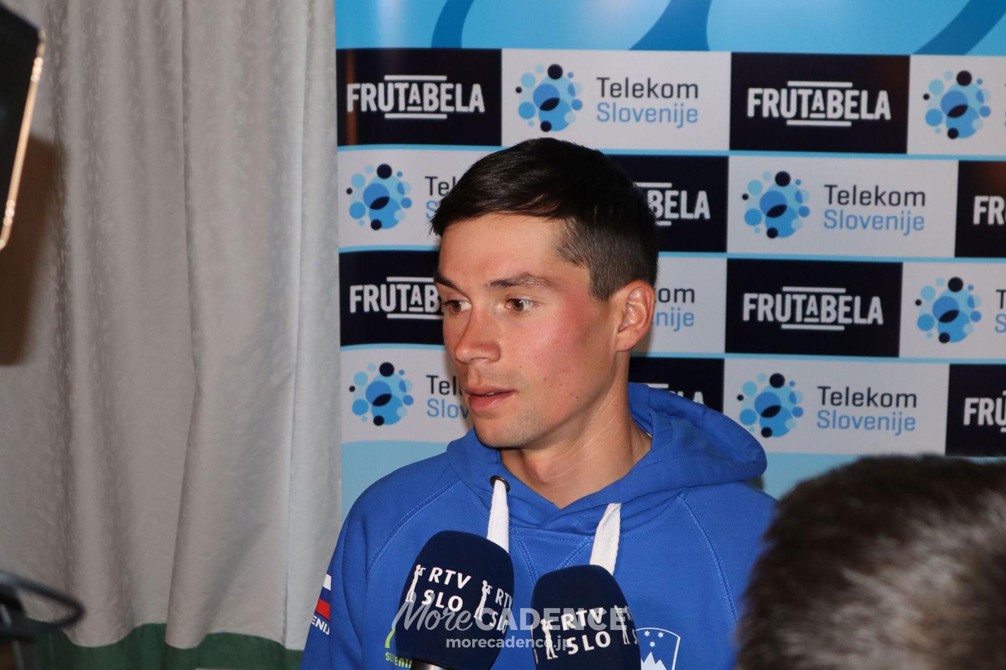 2018ロード世界選手権で記者会見に応じるプリモシュ・ログリッチ