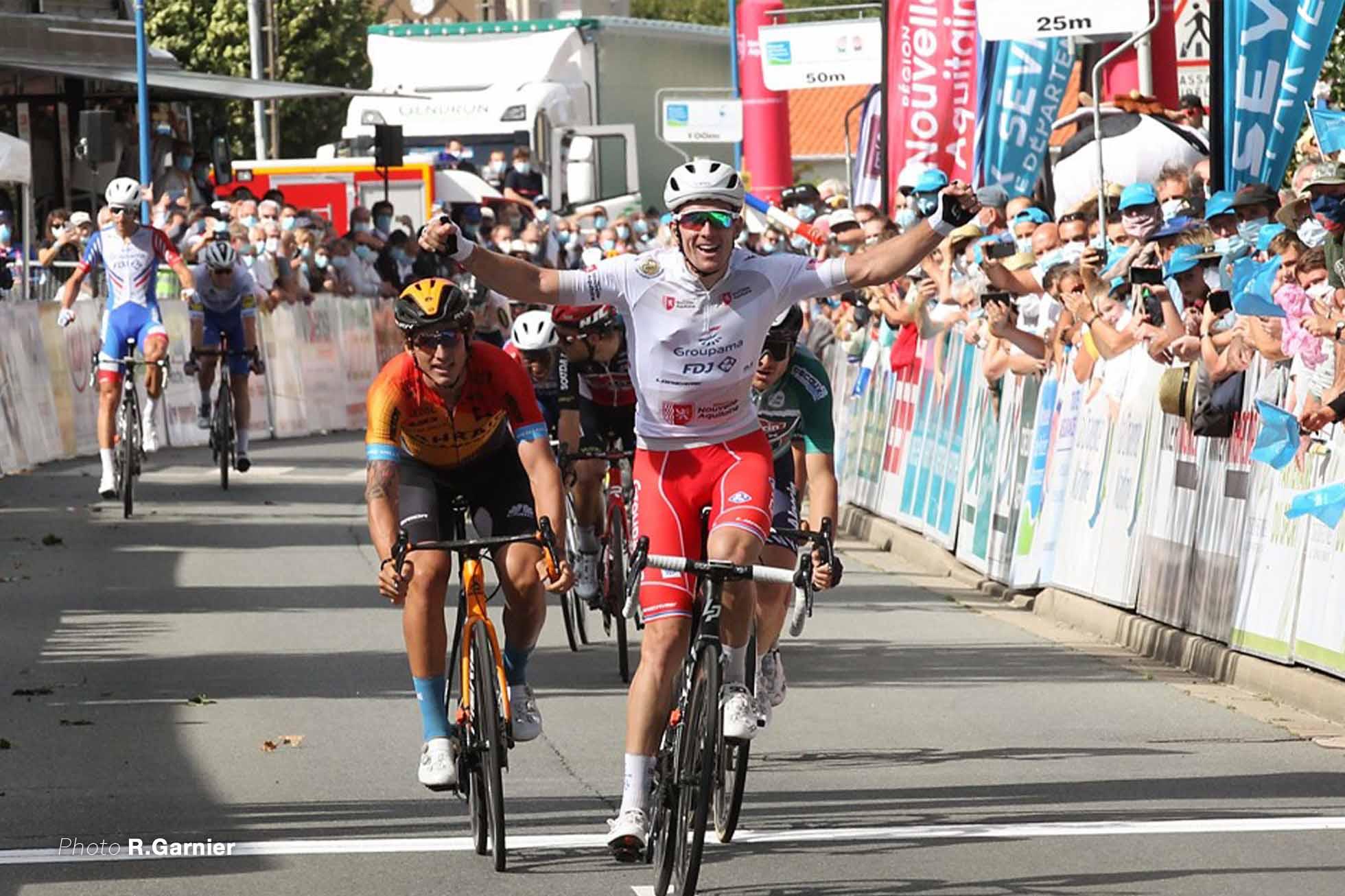 新城幸也 2連勝のフランスチャンピオン、アルノー・デノール。2位にガルシア Photo R Garnier