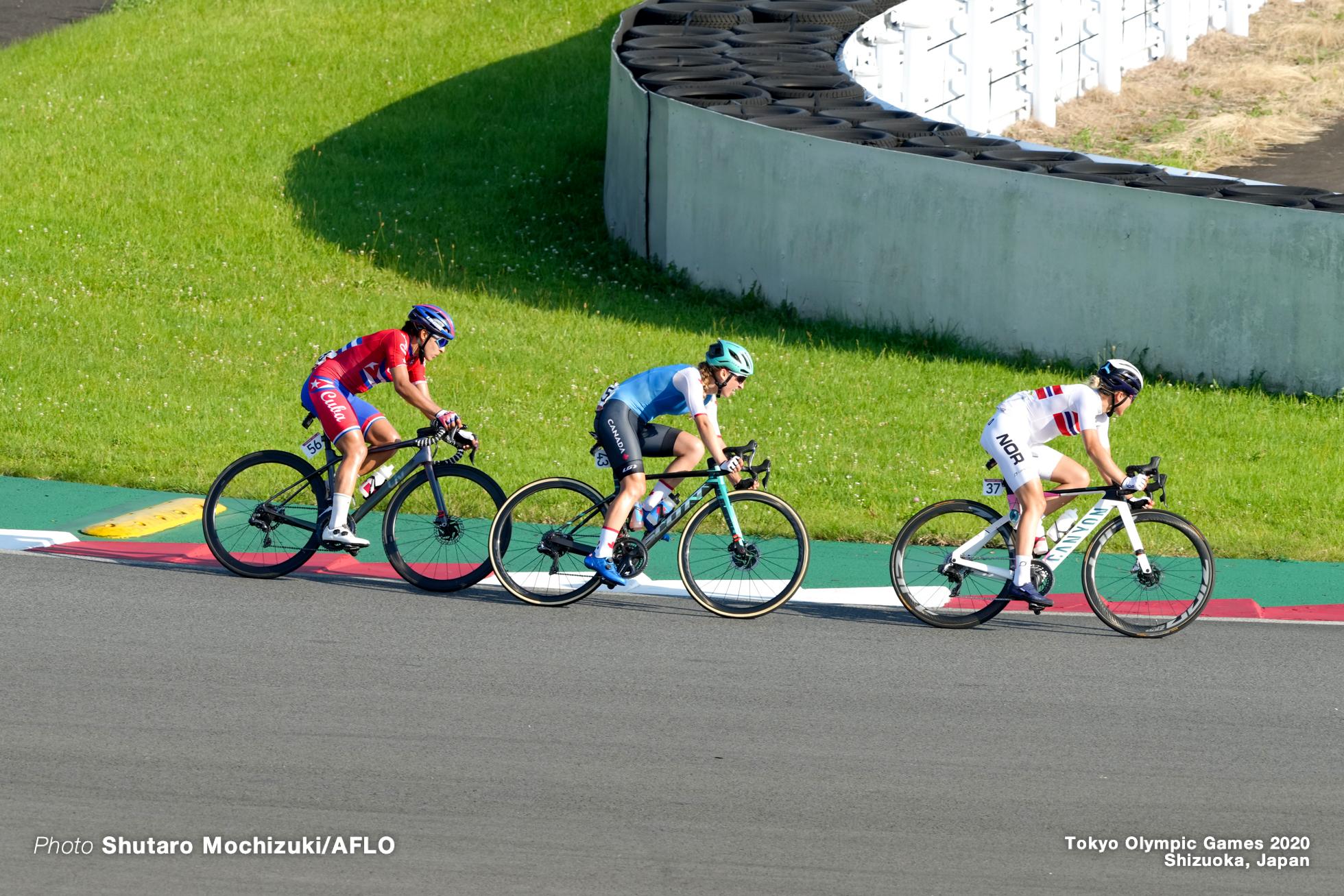レア・カークマン Leah Kirchmann (CAN), カトリーヌ・アーレルド Katrine Aalerud (NOR), アーレニス・カナディッラ Arlenis Sierra (CUB), JULY 25, 2021 - Cycling : Women's Road Race during the Tokyo 2020 Olympic Games at the Fuji International Speedway in Shizuoka, Japan. (Photo by Shutaro Mochizuki/AFLO)