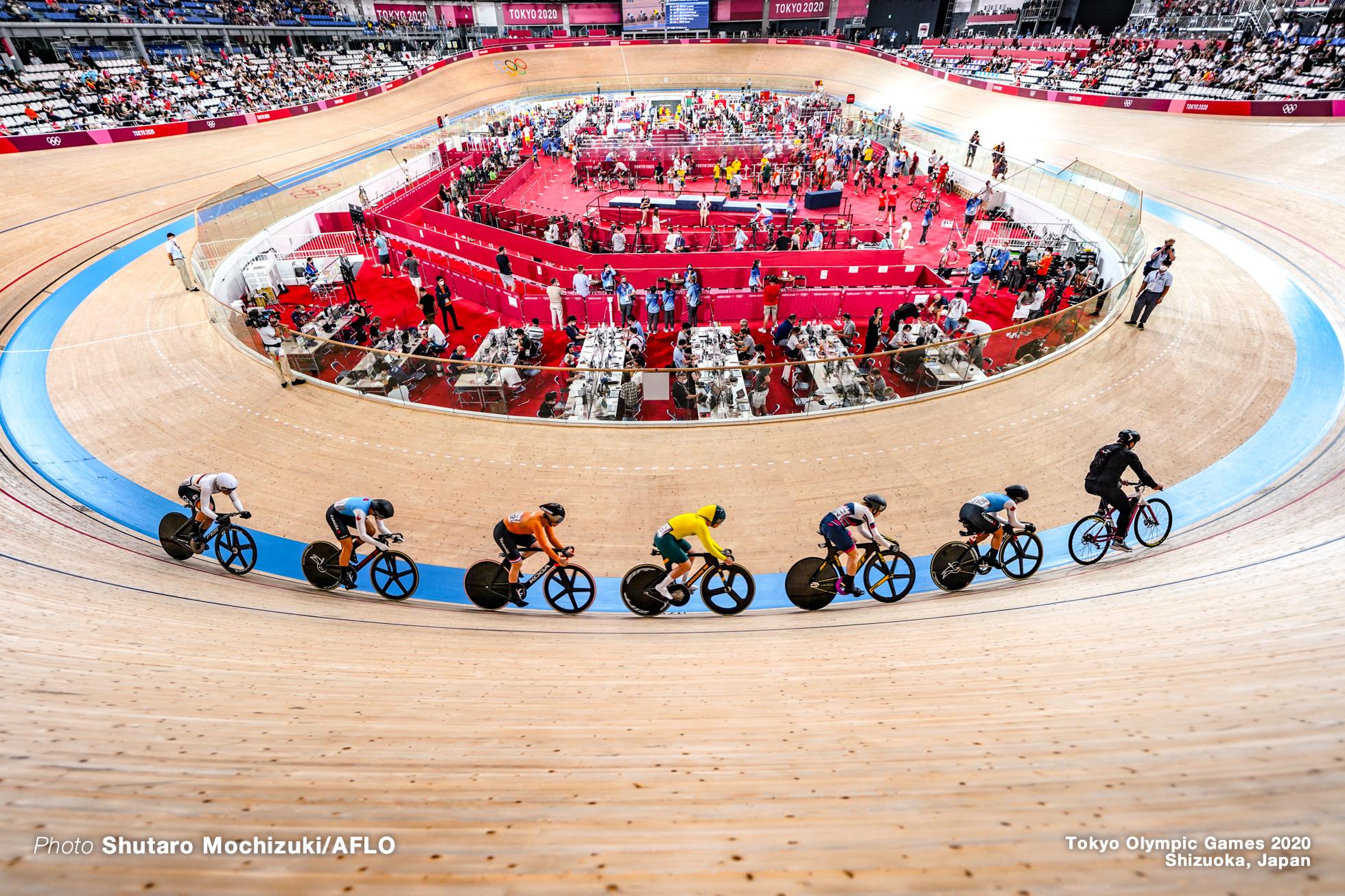 カーリー・マカラク Kaarle Mcculloch (AUS), ローリン・ジェネスト Lauriane Genest (CAN), ケルシー・ミシェル Kelsey Mitchell (CAN), エマ・ヒンツェ Emma Hinze (GER), シェーン・ブラスペニンクス Shanne Braspennincx (NED), ダリア・シュメレワ Daria Shmeleva (ROC), Women's Keirin Semi-Final AUGUST 5, 2021 - Cycling : during the Tokyo 2020 Olympic Games at the Izu Velodrome in Shizuoka, Japan. (Photo by Shutaro Mochizuki/AFLO)