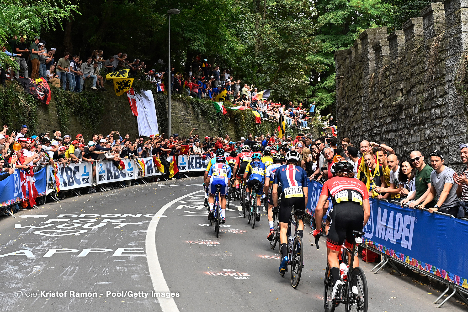 LEUVEN, BELGIUM - SEPTEMBER 26: A general view of the peloton while fans cheer during the 94th UCI Road World Championships 2021 - Men Elite Road Race a 268,3km race from Antwerp to Leuven / #flanders2021 / on September 26, 2021 in Leuven, Belgium. (Photo by Kristof Ramon - Pool/Getty Images)